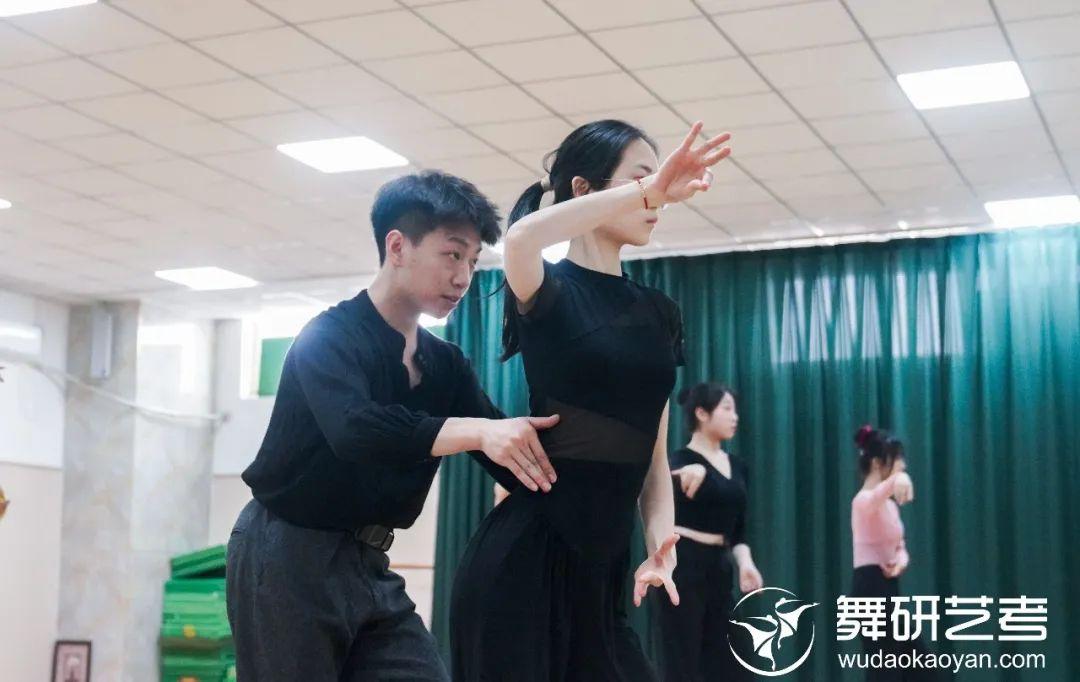 端午假期来舞研艺考,免费体验一节名师国标舞艺考课