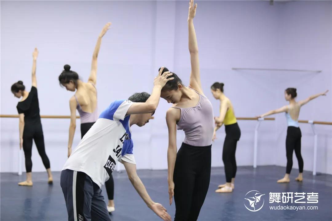 舞蹈生如何高效度過端午假期?這份舞研試課攻略請查收!現在預約報名,解鎖更多驚喜好禮~