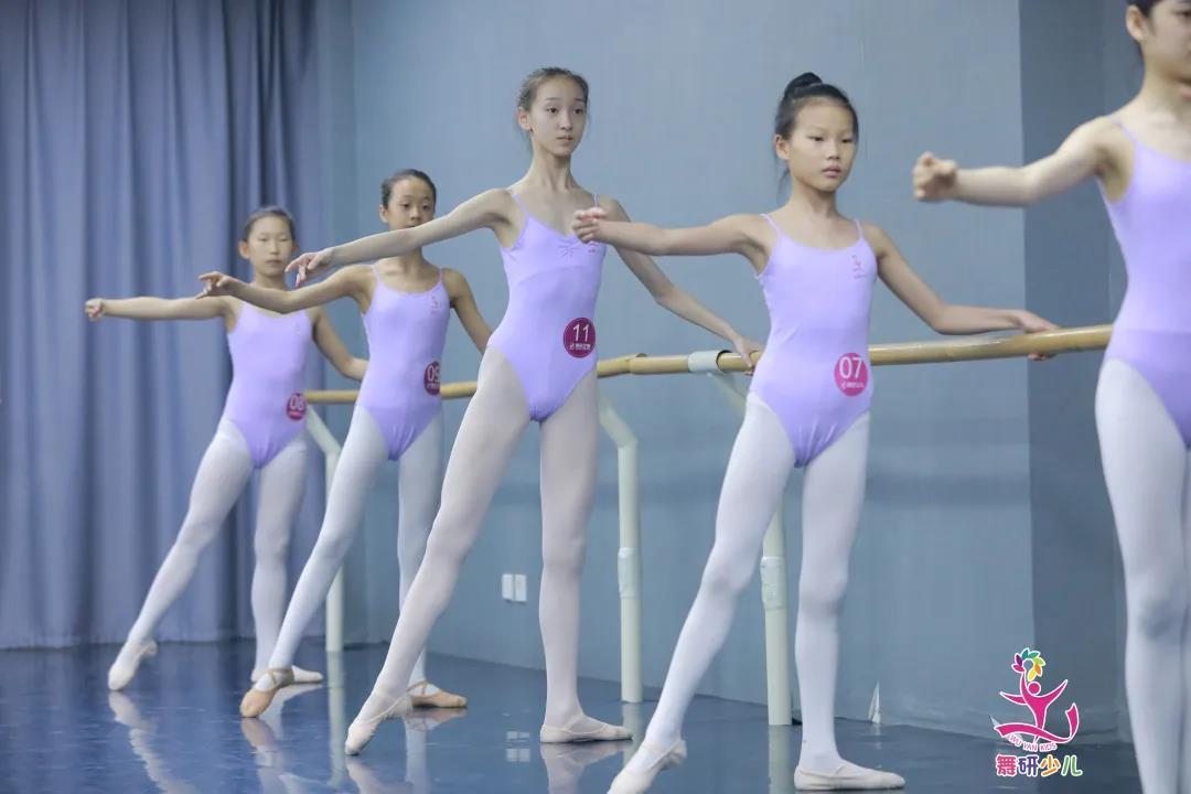 """划重点!孩子学舞蹈不能不懂的""""扶把秘籍""""!"""