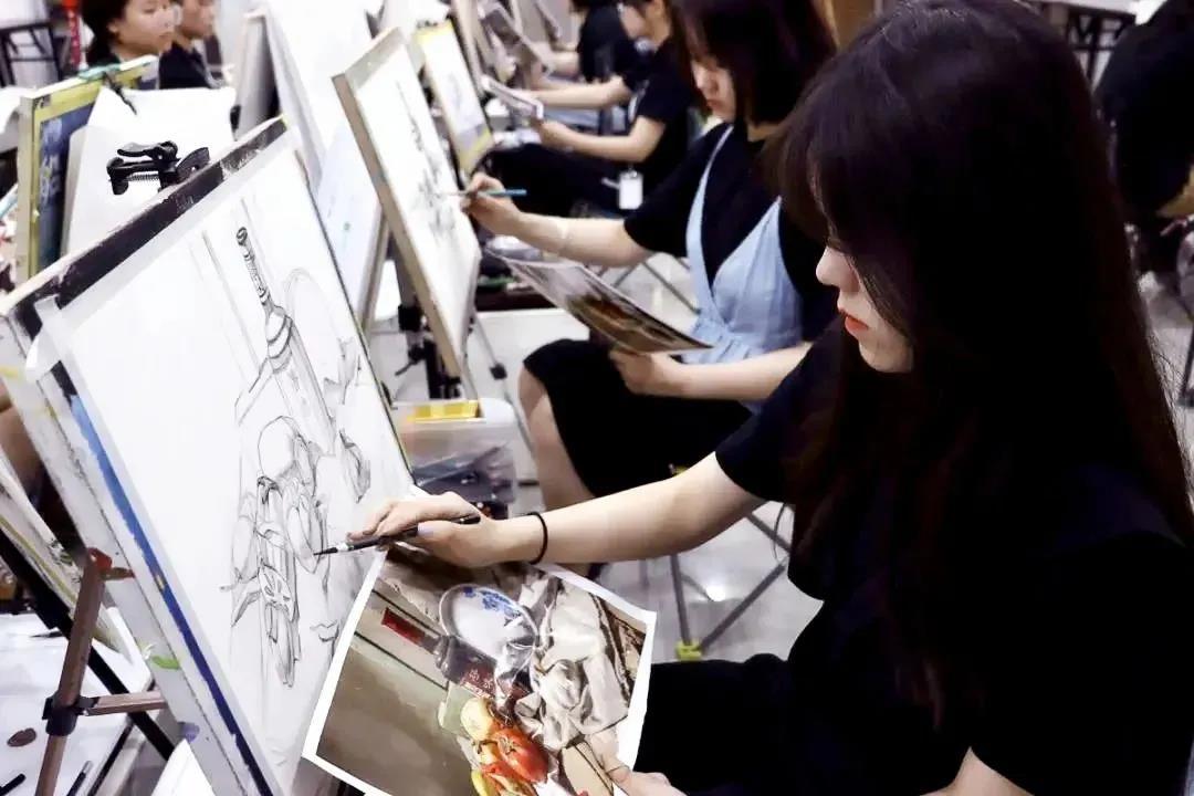 艺术生相对好考的大学详细分析,快看哪类艺术院校最容易考上?