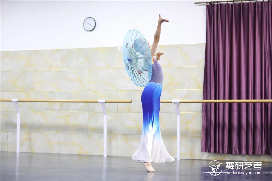 高考直降20分!20所重点大学高水平艺术团招收舞蹈生!