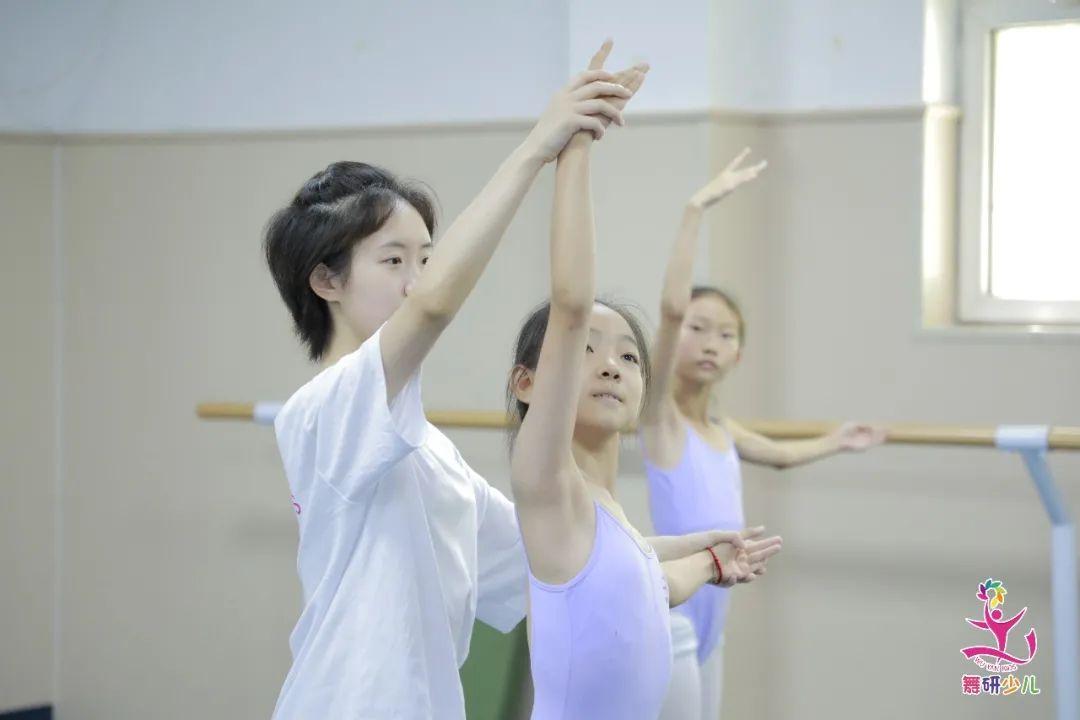 想走舞蹈专业路线,注意这几个错误足以毁掉你的孩子...