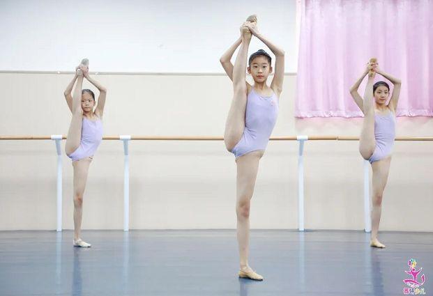 孩子練舞蹈怕腿粗?7個拉伸動作讓你的腿更修長!