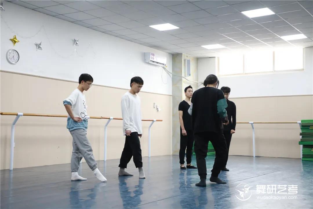 """舞研艺考北京校区盛大开课!22届舞蹈生的""""魔鬼集训""""正式拉开帷幕~"""