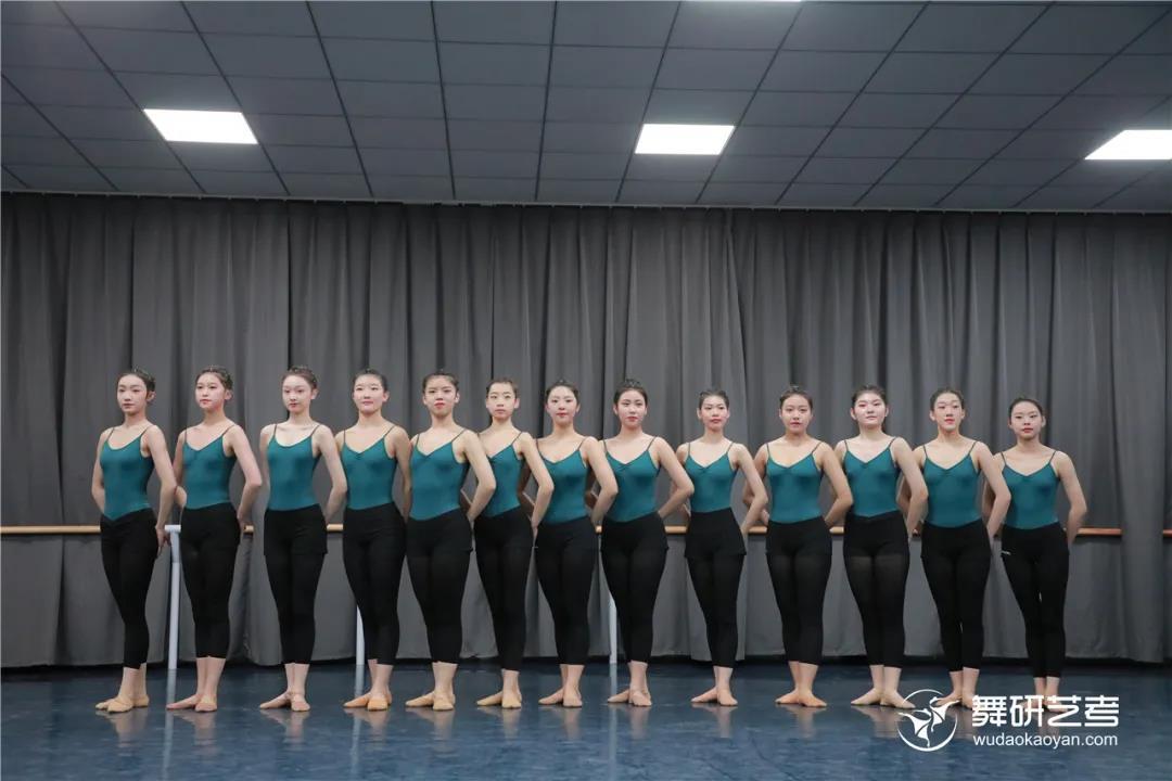 舞研22届舞蹈生开始蓄力!第一次舞蹈专业课月测?没在怕的!丨舞研艺考月测现场